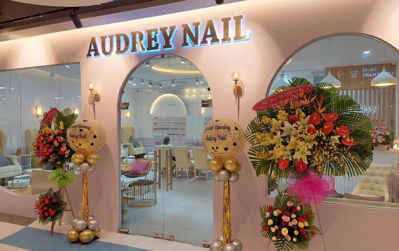 Audrey nail